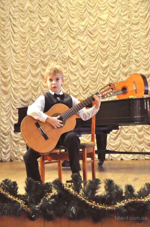 Курсы гитары. Обучения игре на гитаре для детей в Киеве. Игровые методики. Печерский р-н.