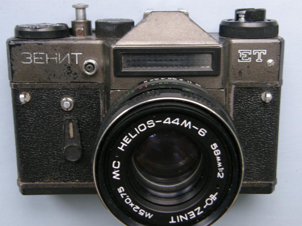 Фотоаппарат Зенит ЕT с объективом МС Гелиос 44М-6, производство СССР, 1992 года
