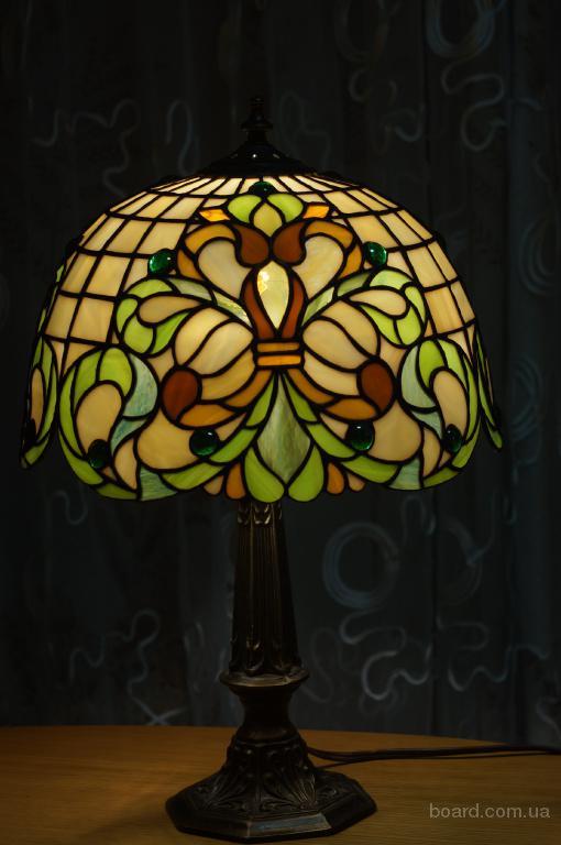 Лампа в технике тиффани