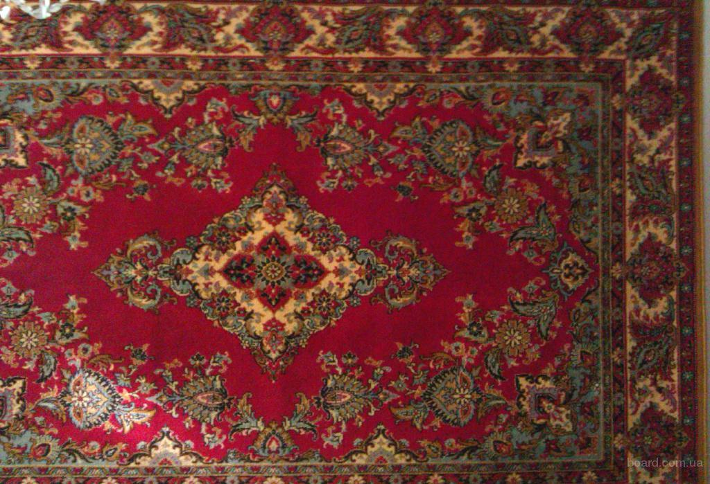 шерстяной ковер бордового цвета с цветочным орнаментом. Размеры: 2х3 м.