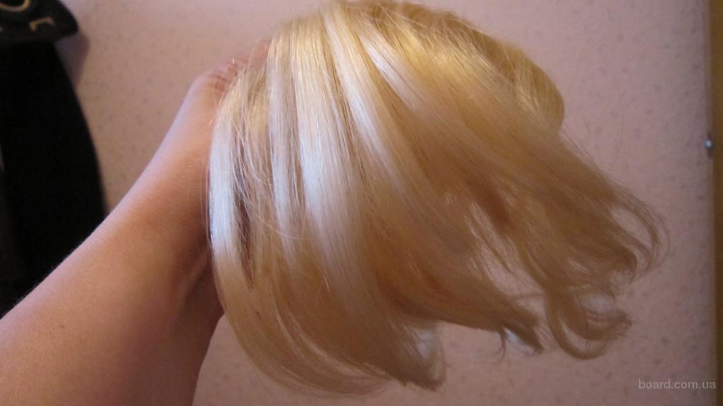 Волосы на заколках из темоволокна.
