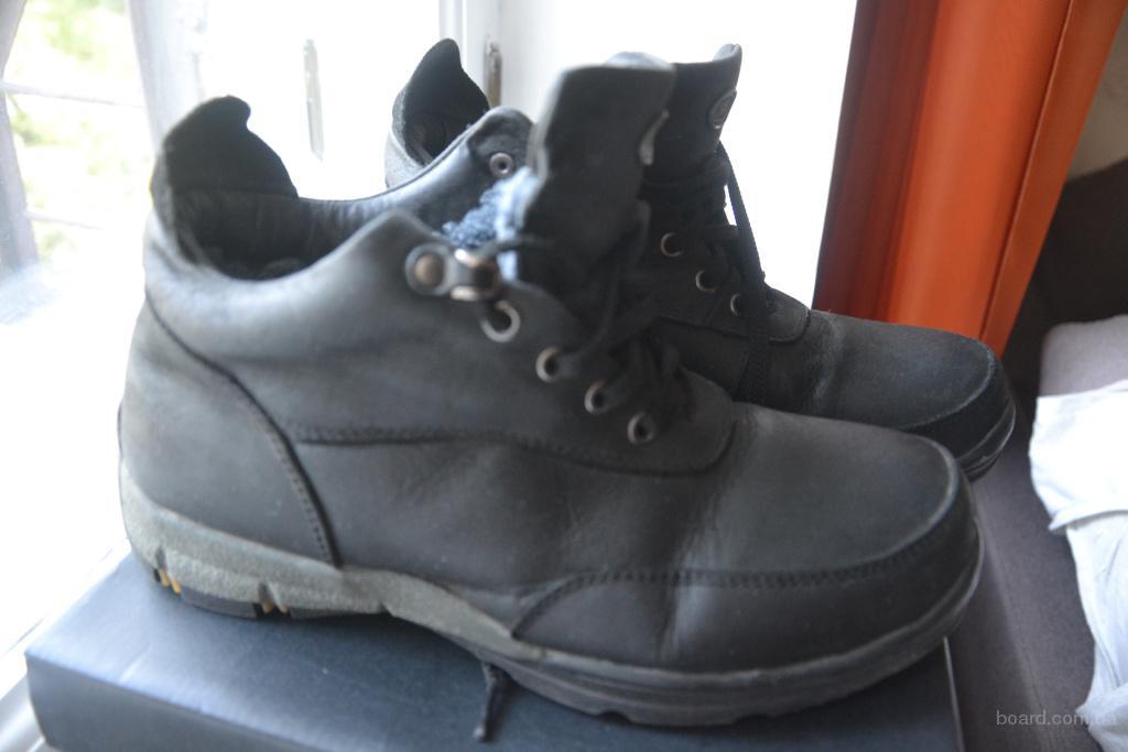 Продам ботинки зимние, кожа, Турция, размер 39 по стельке 26см. цвет черный