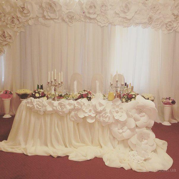 Прокат ширмы и арки с бумажными цветами, оформление зала на свадьбу Чехол на стул, скатерть на стол, прокат тканевого панно на свадьбу