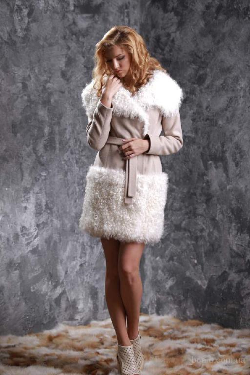 Пальто из кашемира цвета Пастэль и меха