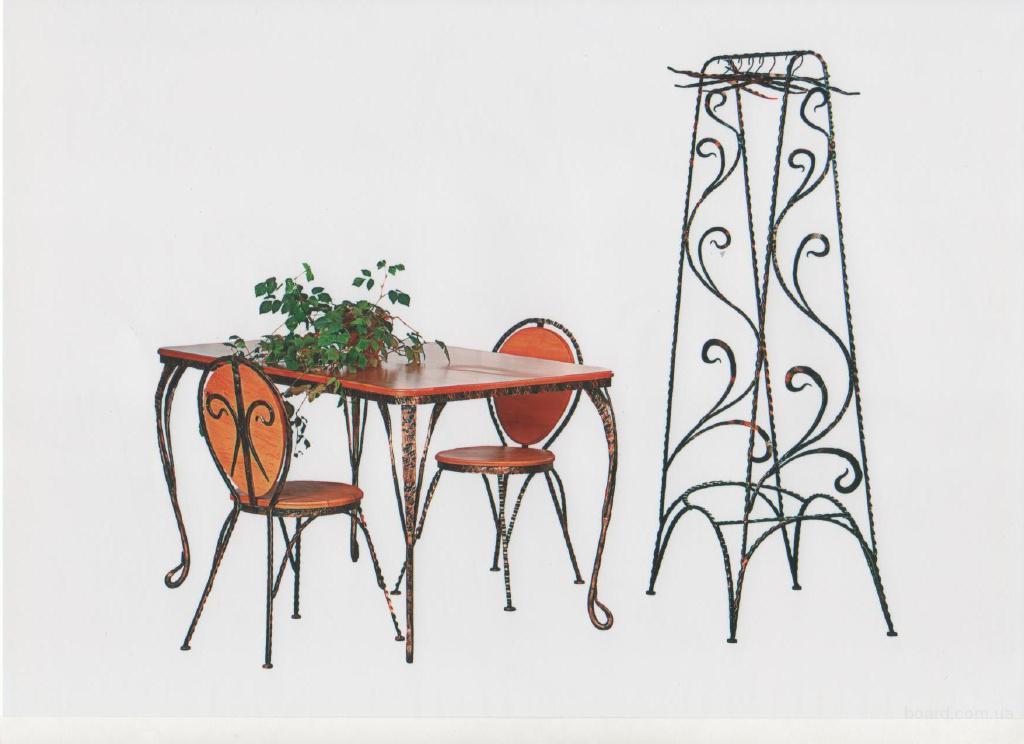 Продаю кованный набор 6 стульев и стол,еще есть вешалка с зеркалом с елементами ковки.