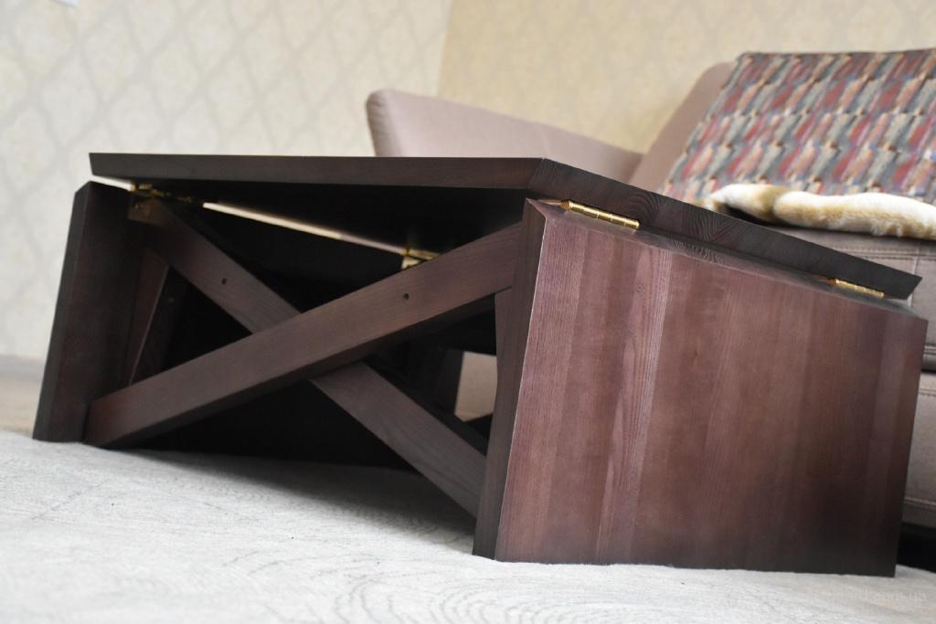 Деревянный стол-трансформер.
