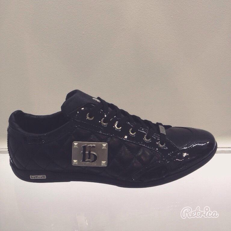 Продам мужские кроссовки Botticelli!