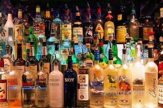 Широкий ассортимент алкогольных напитков импортного и отечественного производства.  (продам)