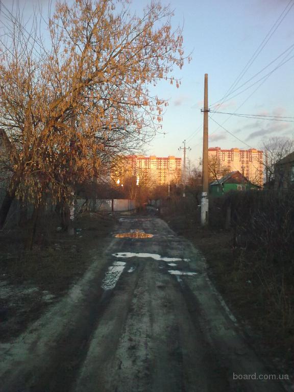 Участок 6,2 сотки, в хорошем месте, 15 мин. пешком до метро, ровный, электричество, газ по улице