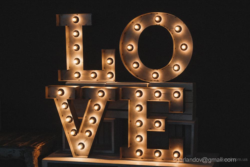 LOVE с подсветкой