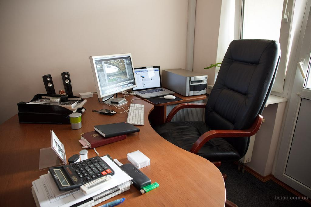 Сдам рабочее место в офисе в центре Киева