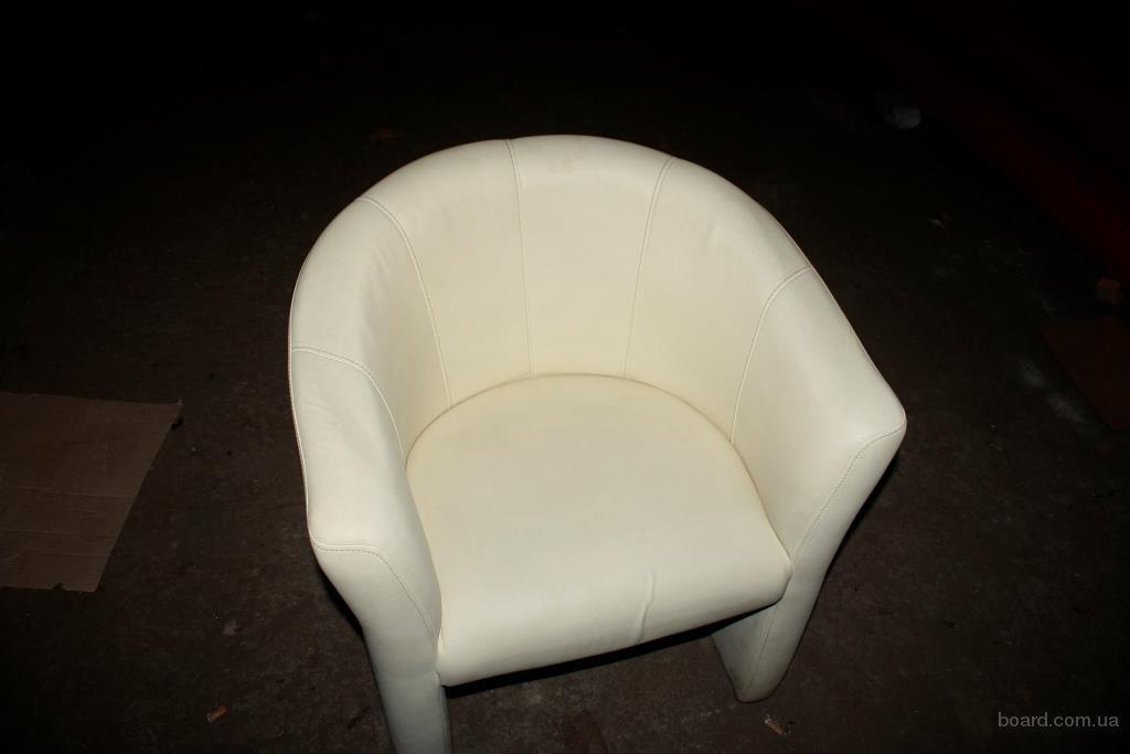 Продам кресла бежевые из кожзама бу в отличном состоянии