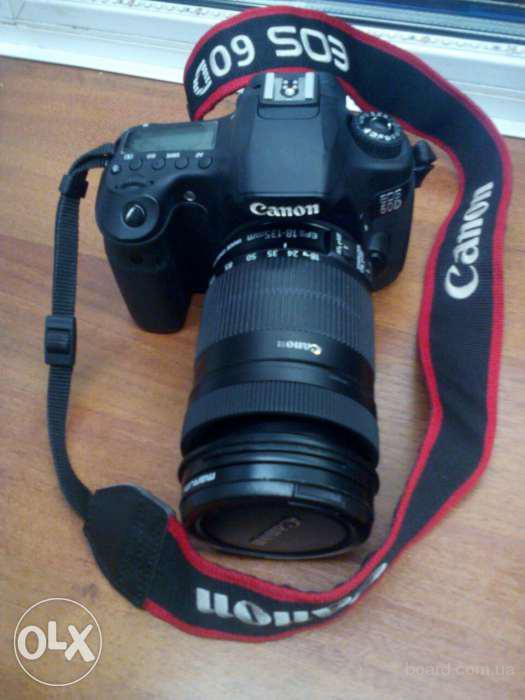 Canon EOS 60D EF-S 18-135 плюс штатив.
