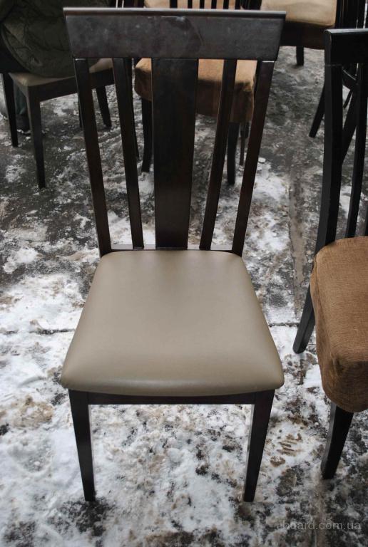 Продам деревянные стулья с сидушкой кожзам бу