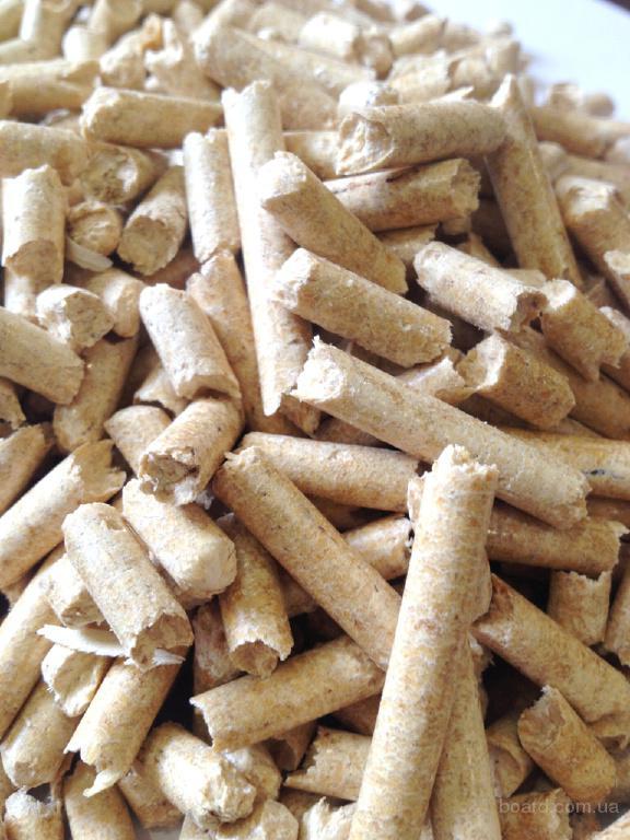 Пеллеты  для котлов (древесные топливные гранулы). Светлые пеллеты, зольностью 0,3%.