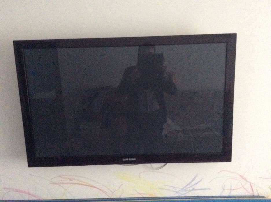 телевизор Samsung PS42C450B1WXUA разбит экран