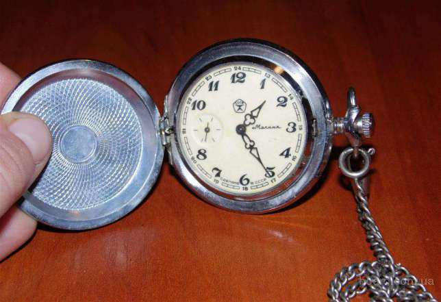 Продам советские карманные часы Молния серия Глухарь