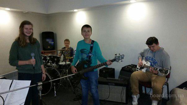 Уроки вокала, гитары, барабанов, фортепиано