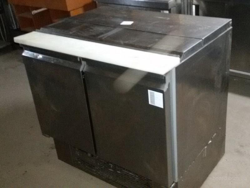 Продам двухдверный холодильный стол Desmon бу