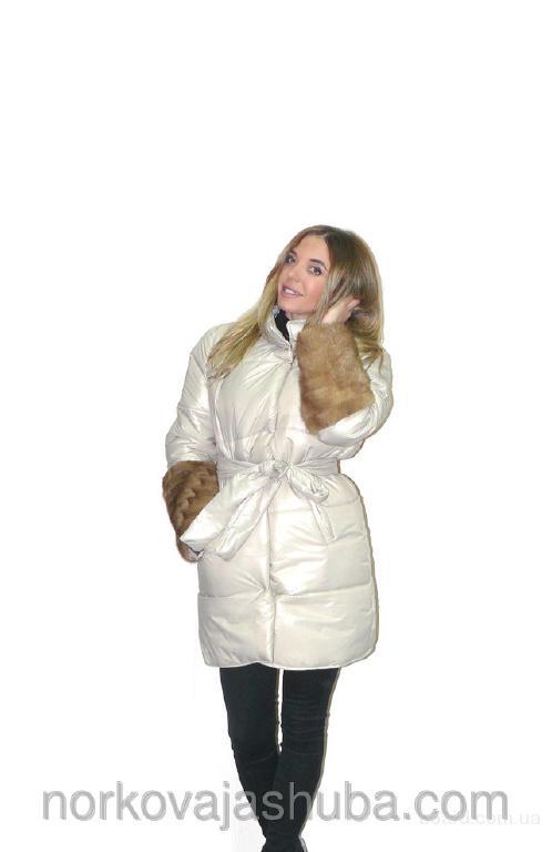Модная весенняя куртка парка с мехом на рукавах