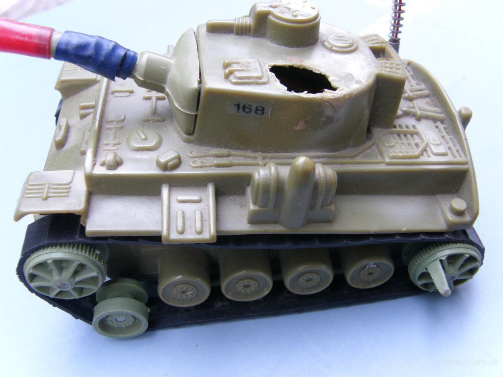 Продам игрушку - танк боевой игрушечный, пользованный