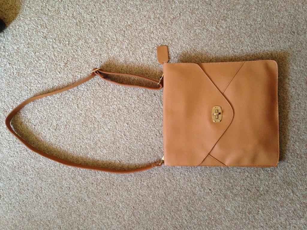 новая кожаная сумка планшет