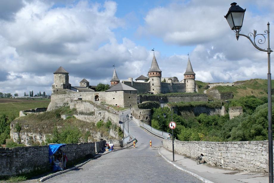 тур в Каменец-Подольский на 1 мая, Каменец Подольский на майские недорого, экскурсия Черновцы на майские, Каменец на выходные май