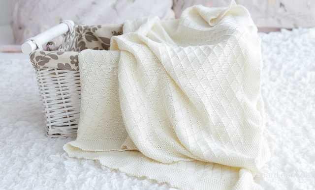 Вязаный детский плед для новорожденного ребеночка.