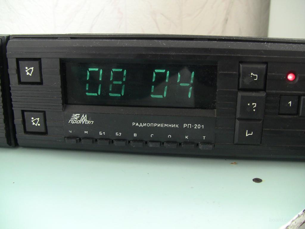 Часы-будильник с УКВ приемником