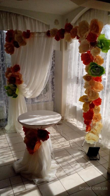 Прокат прямоугольной арки с искусственными цветами, украшение зала Арка на свадьбу аренда Киев: цветы, лоза, помпоны от 600 грн