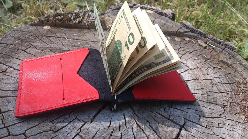 Зажим для денег и карт.