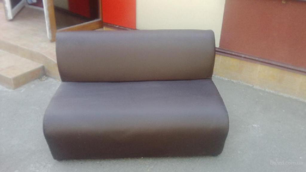 Продам коричневые диваны из кожзаменителя б/у для кафе, ресторанов, пабов