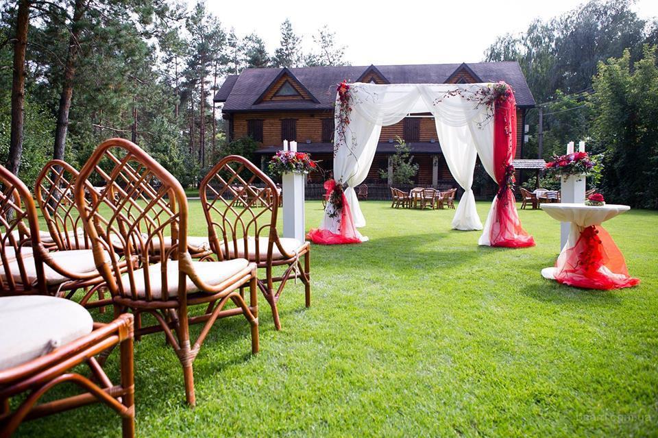 Украшение свадьбы цветами, текстилем, декором.