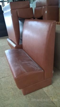 Диван рыжий светло-коричневый б/у для офиса дома кафе ресторана кафе кофейни бара.