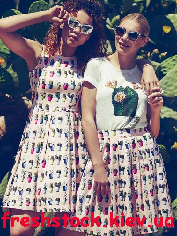 Изысканная стоковая одежда Yumi и Iska!