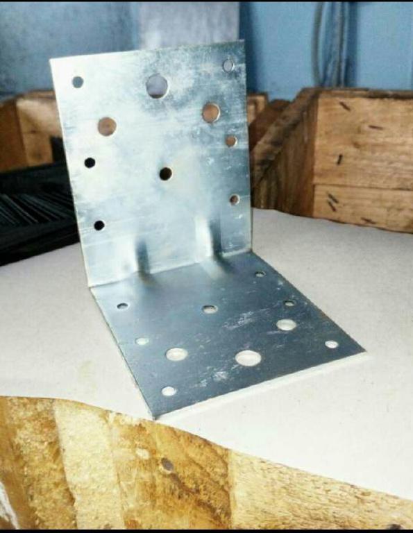Продам усиленный крепежный уголок 105х105х90х2