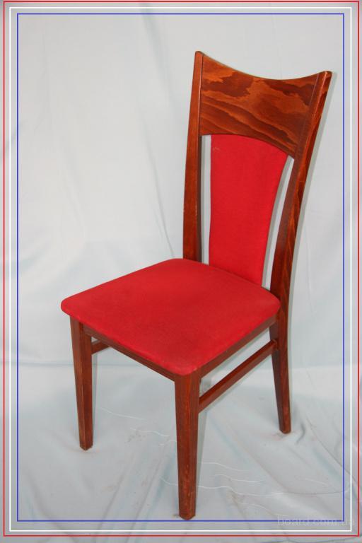 Стул красный деревянный Чехия б/у с мягким сидением и спинкой