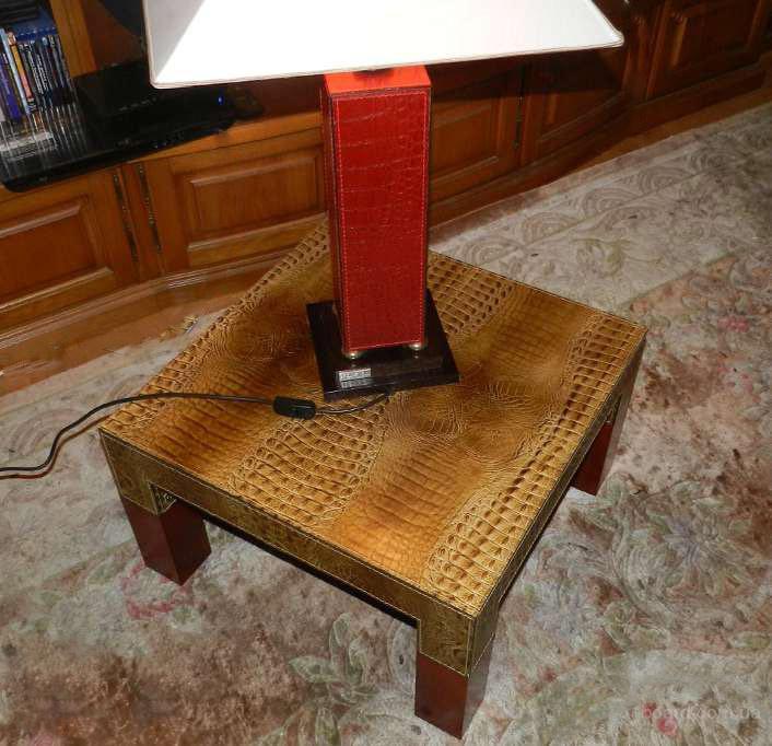 кожаный журнальный столик(Италия)