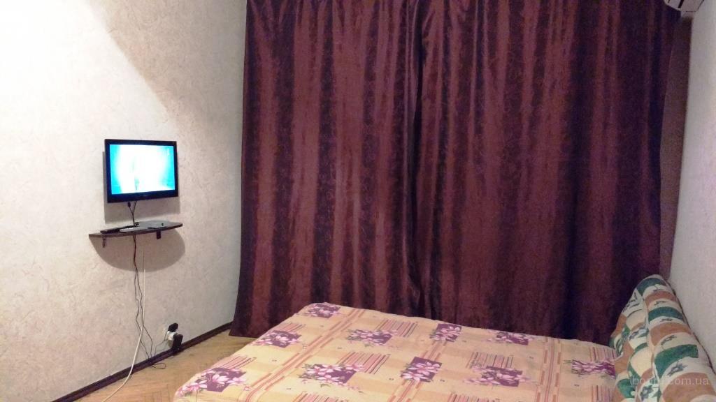 Однокомнатная квартира с кондиционером на Печерске посуточно.