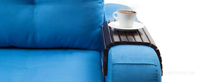 Столик-накладка на подлокотник дивана.