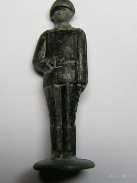 Продам фигуры металлические (солдатик, матрос, королева).