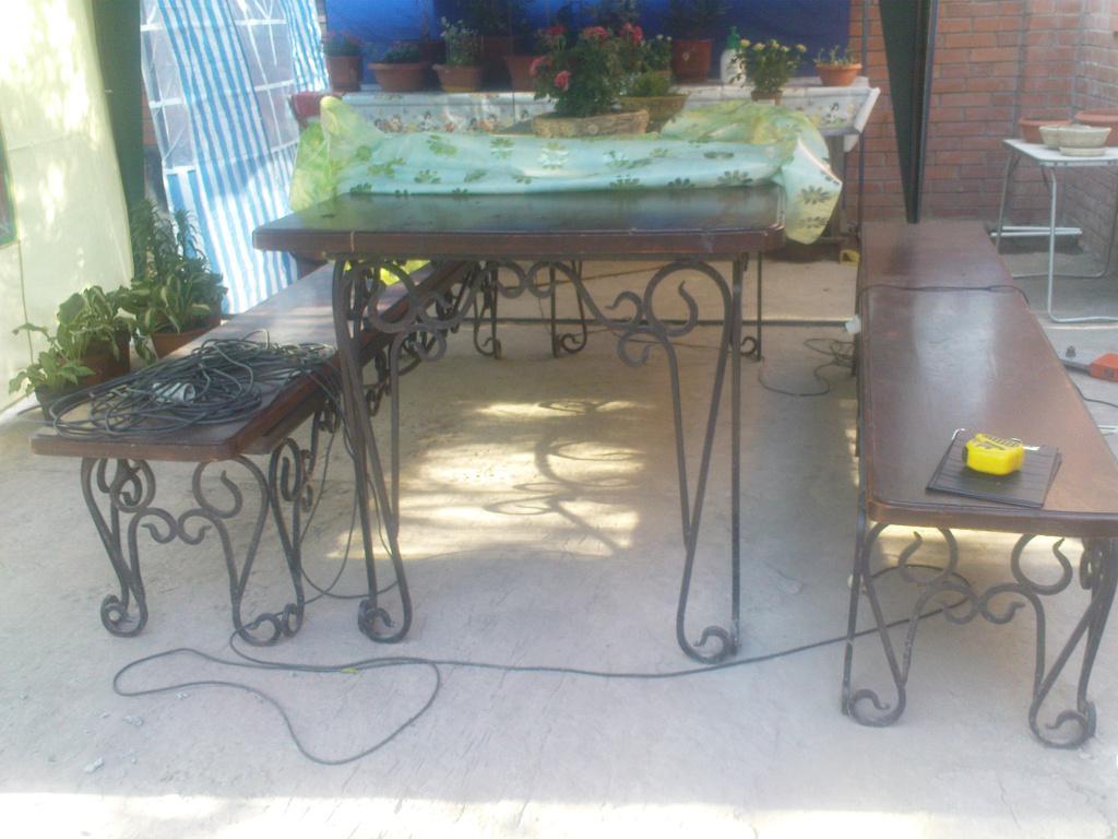 Изготовление кованых  столиков и мебели