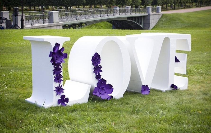 Большие объемные буквы LOVE из пенопласта и пенополистирола под заказ