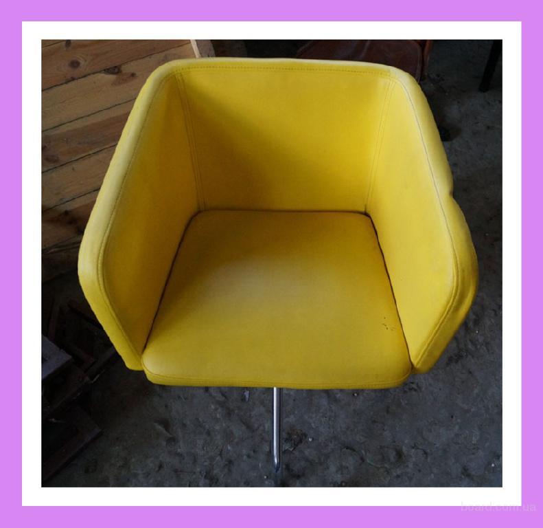 Бу кресла из кожзаменителя. Бу кресла для кафе.