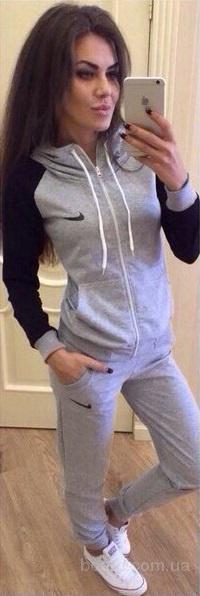 Женский тренировочный костюм Nike