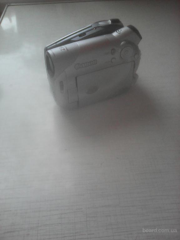 Продам видеокамеру Canon DC95 цвет серый, состояние - хорошее