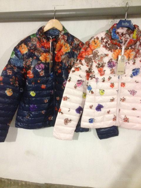 Куртки в цветах