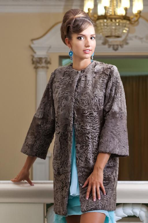 пальто из каракульчи Swakara