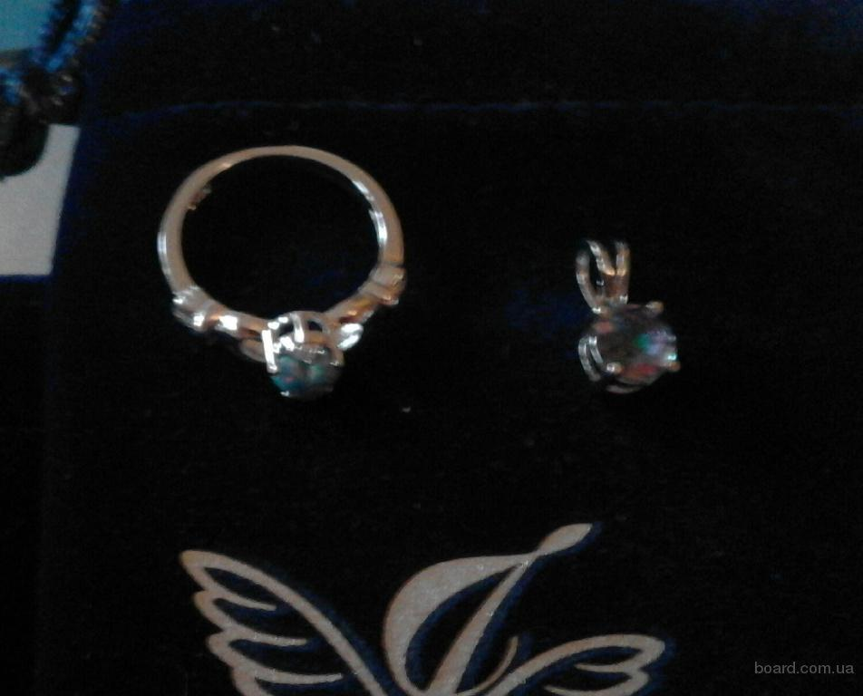 ювелирный набор - серебряные кольцо и кулон-подвеска с камнями