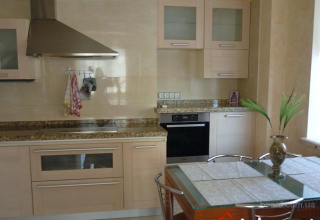 172 Сдам отличную, высокого уровня четырехкомнатную квартиру, 180кв.м.